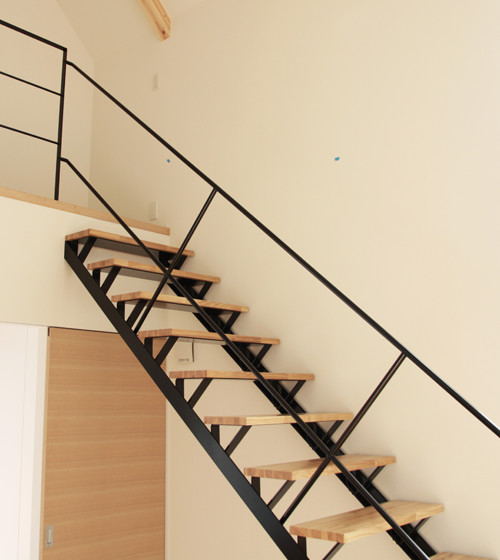 空間を引き締める階段